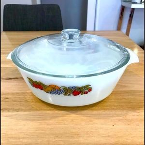 Anchor Hocking casserole dish with lid